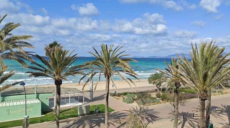 Ausblick vom Balkon des Grupotel Acapulco Playa auf die Playa de Palma